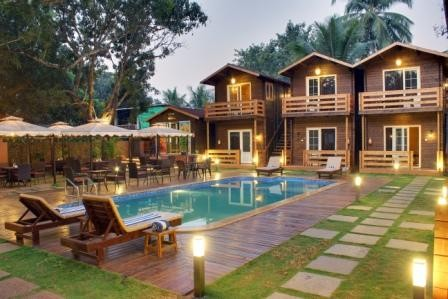 Lovely cozy cottages in Calangute beach- Pool view